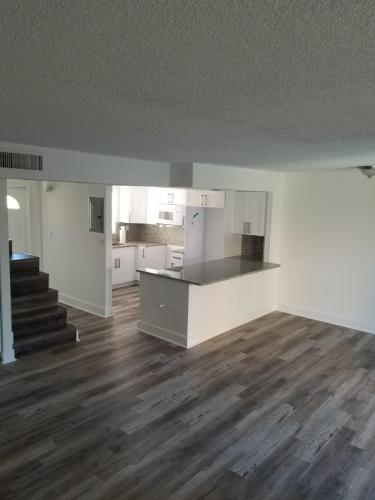 W 39th Terrace Photo 1