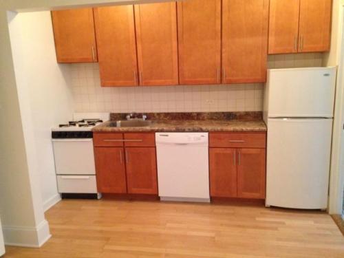 4451 N Wolcott Avenue Photo 1