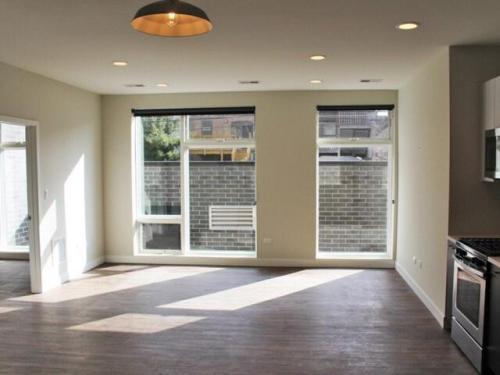 1045 W Cornelia Avenue Photo 1
