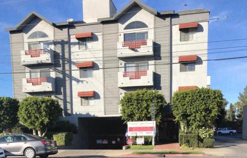 13719 Oxnard Street Photo 1