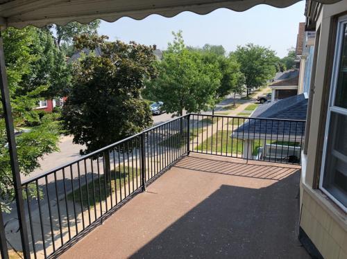 166 W Hazeltine Avenue Photo 1