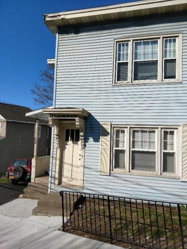 211 Oak Street #SECOND FLOOR Photo 1