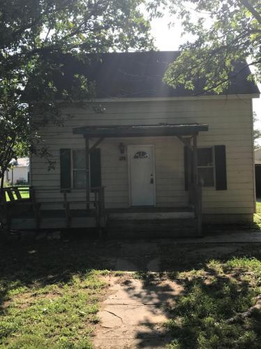 116 N Hutchinson Street Photo 1