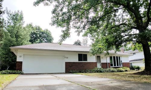 6437 Woodbury Drive Photo 1
