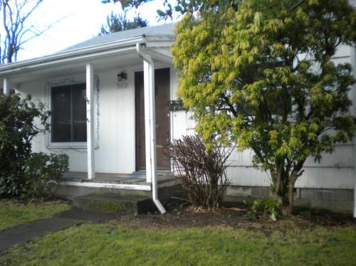 1831 SE Bidwell Street Photo 1