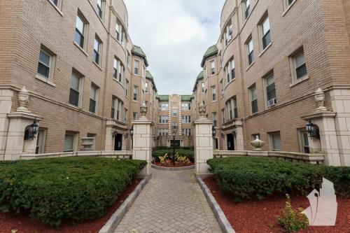 4225 N Paulina Street Photo 1
