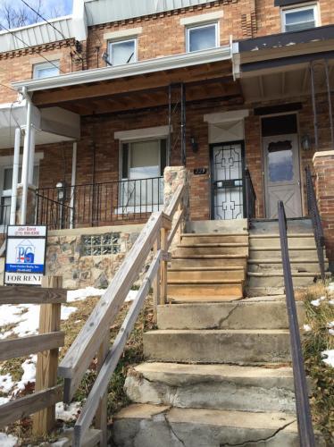 229 E Montana Street Photo 1
