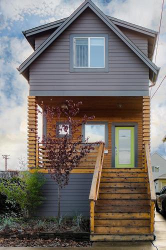 1240 SE Lambert Street Photo 1
