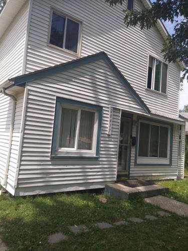 20417 Salem Street Photo 1