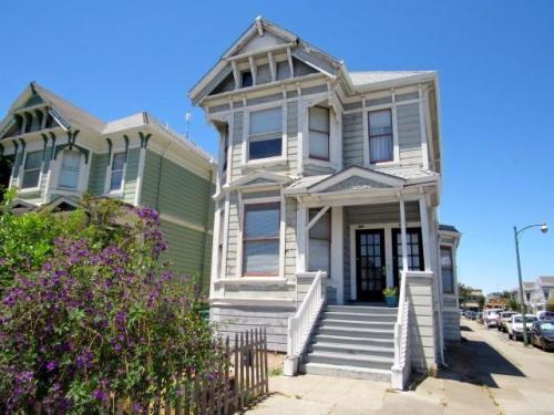 1519 Everett Street Photo 1