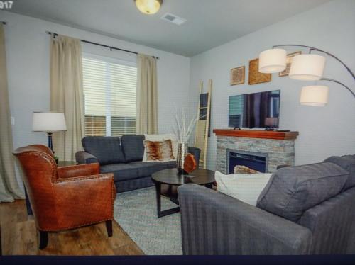 11530 NE 125th Avenue Photo 1