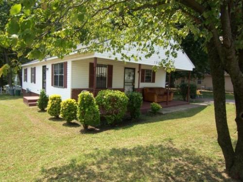 1525 Dellwood Avenue Photo 1