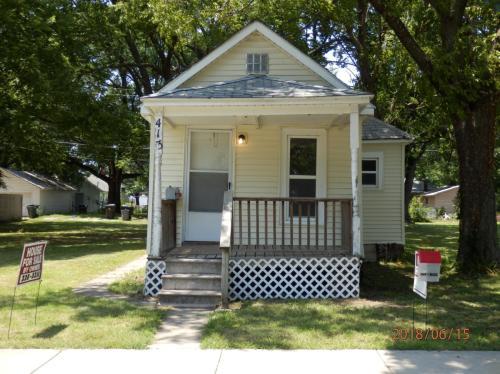 413 SE Lake Street Photo 1