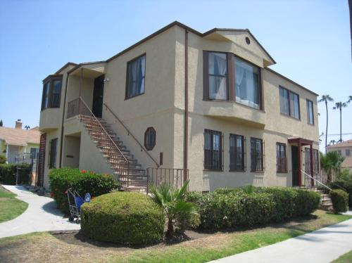 5622 Keniston Avenue Photo 1