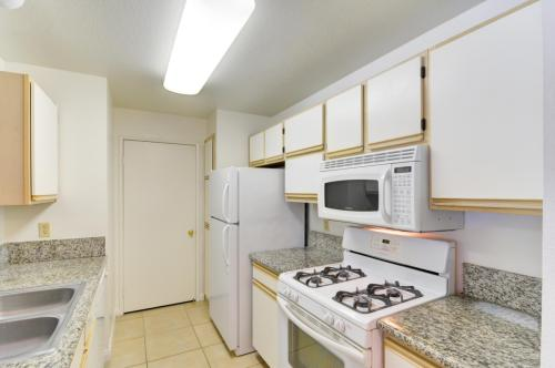 2200 S Fort Apache Road #2100 Photo 1
