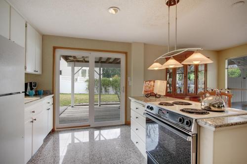 6818 Lake Washington Boulevard SE Photo 1