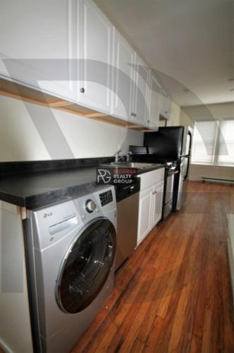 646 W Roscoe Street Photo 1
