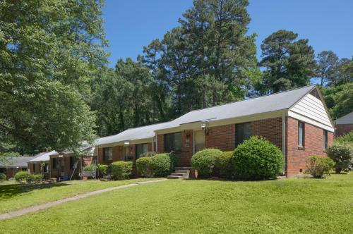 2401 Country Club Court Photo 1