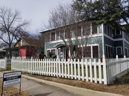 125 E Courtland Place #2 Photo 1