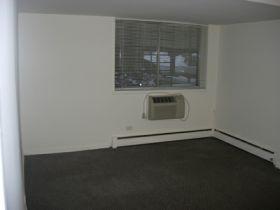 542 W Roscoe Street Photo 1