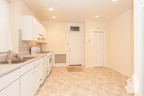 4419 N Maplewood Avenue Photo 1