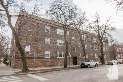 3453 N Wolcott Avenue Photo 1
