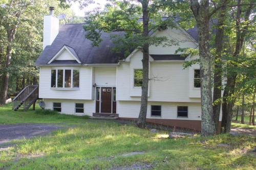 100 Arbor Drive Photo 1