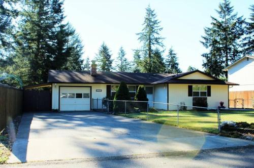 8825 Quinault Drive NE Photo 1