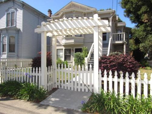 1620 Santa Clara Avenue #C Photo 1