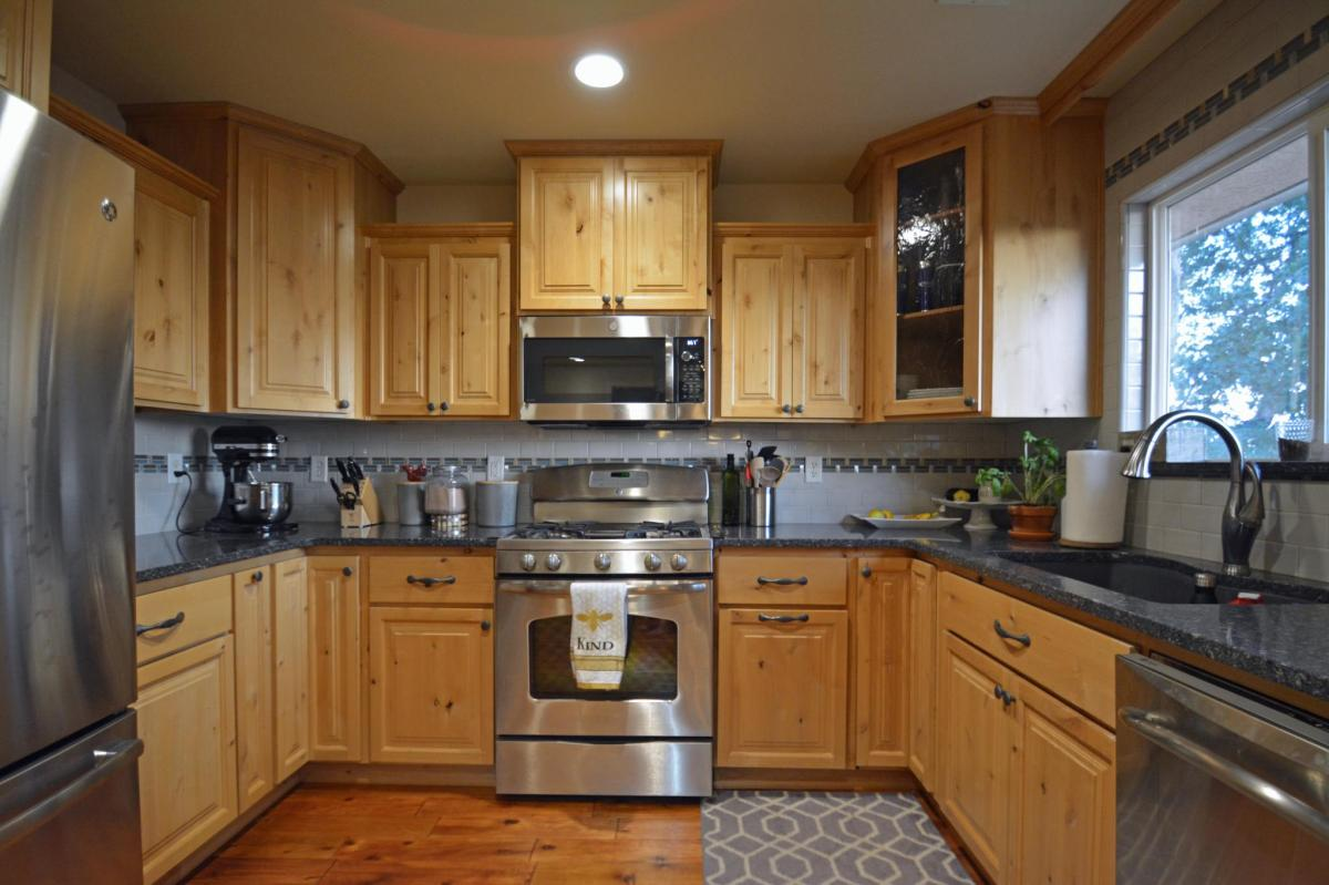 4101 Sunglow Drive, Redding, CA 96001 | HotPads