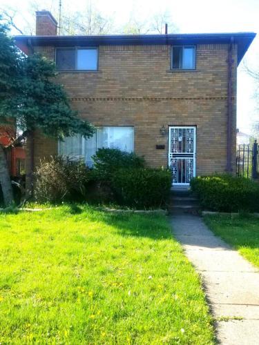 3782 Leslie Street Photo 1