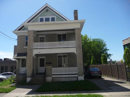 2421 Ashland Avenue Photo 1