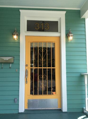 313 W 33rd Street Photo 1