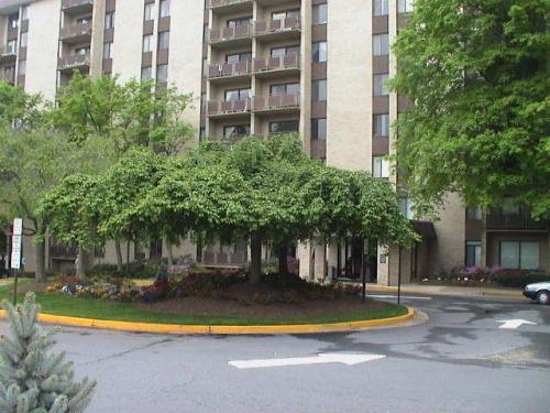 6100 Arlington Boulevard Photo 1