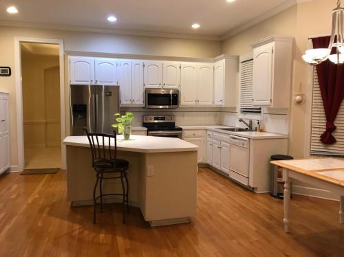 7911 W 129th Terrace Photo 1