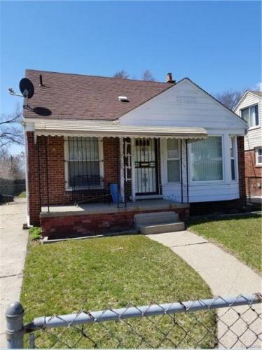20807 Reimanville Avenue Photo 1