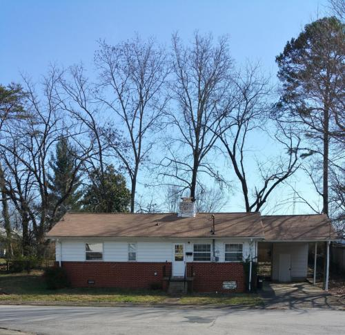208 W Fairview Road Photo 1