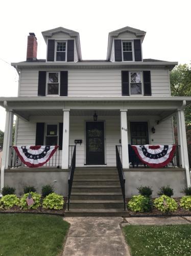 616 Grove Street #B Photo 1