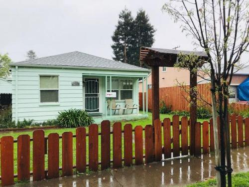 3008 Irwin Street Photo 1