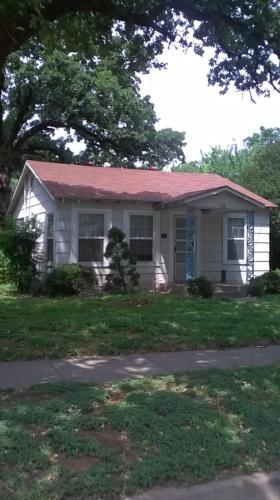 414 N Elm Street Photo 1