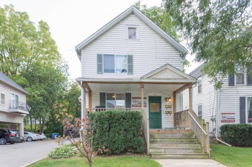 312 Beakes Street Photo 1