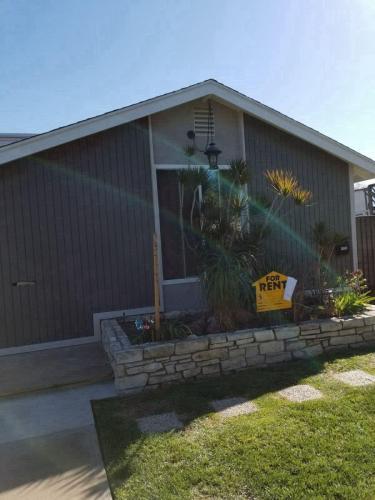 3716 California Ave- Duplex #UPSTAIRS REAR Photo 1