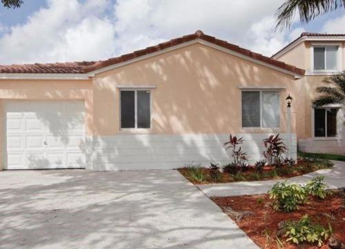 16911 SW 139th Place Photo 1