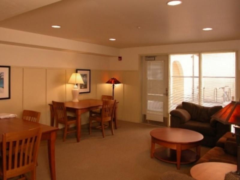 Lounge 825 Weyburn Terrace
