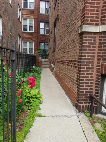 919 N Leavitt Street Photo 1