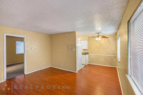 1512 W Lovers Lane Photo 1