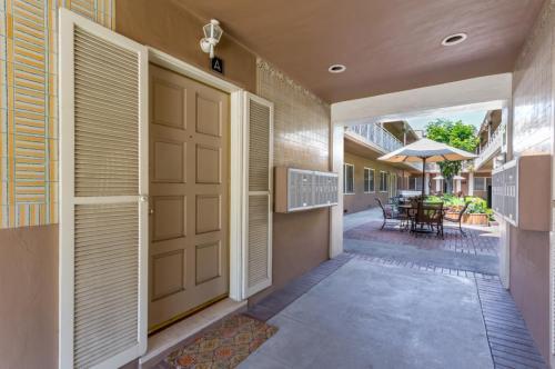 335 S Los Robles Avenue #I Photo 1