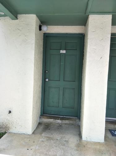 2325 W Pensacola Street Photo 1