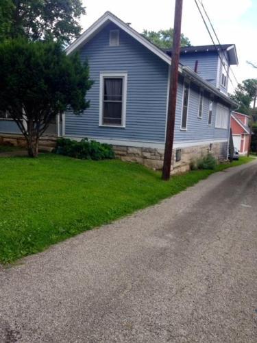 1106 N Woodburn Avenue Photo 1