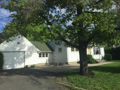 1225 NE Orchard Drive #LOWER Photo 1